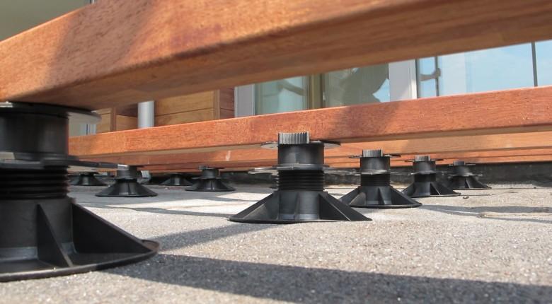 Plots réglables Solidor pour terrasse en bois